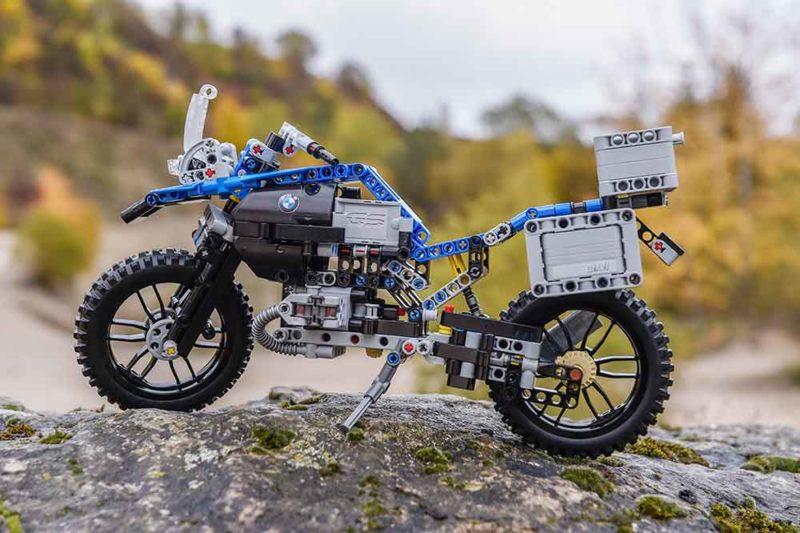 A LEGO® Technic BMW R 1200 GS Adventure motorjával januárban indul a motorosszezon